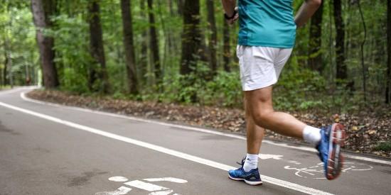 Забеги в парках и тренировки на английском: как НКО развивают массовый спорт
