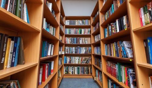 В библиотеке № 186 открылась выставка «Пространства»