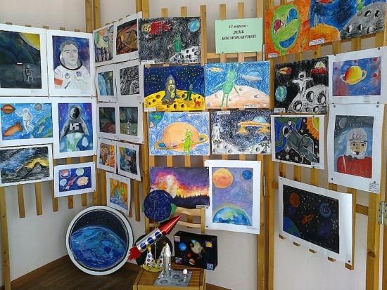 Выставка в окнах ко Дню космонавтики открылась в галерее «Изопарк»