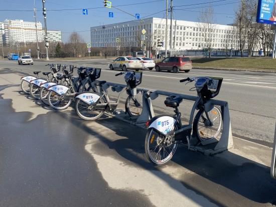 Жители Обручевского района могут взять напрокат велосипед с четырех станций