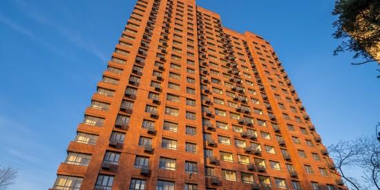 Еще 54 дома для обманутых дольщиков достроят в этом году в Москве