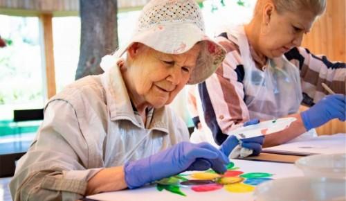 Пенсионеров Академического района приглашают на онлайн-занятия по рисованию