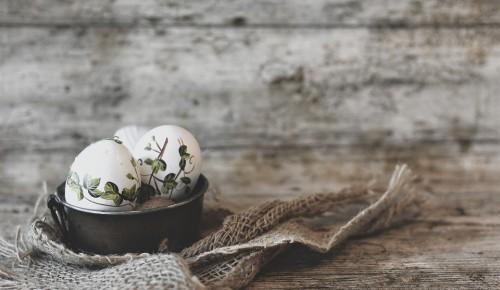 Представителей старшего поколения района Зюзино научат расписывать пасхальные яйца