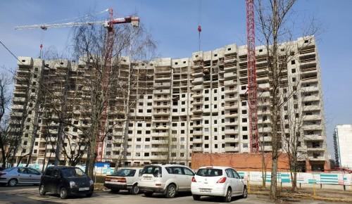 В новом доме на Севастопольском проспекте завершается возведение наружных стен на 9 и 10 этажах
