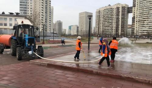 «Сухой» фонтан в парке «70-летия Победы» помыли в Черемушках