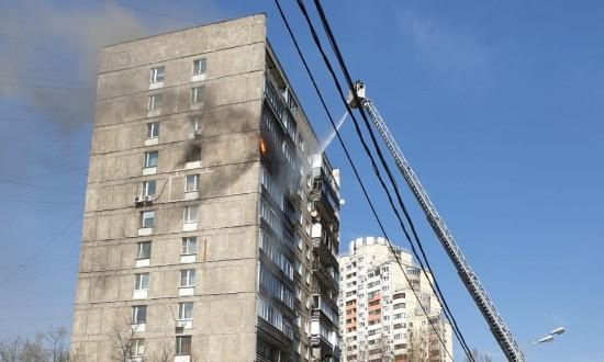 Во время пожара в Конькове спасатели эвакуировали из многоквартирного дома 6 человек