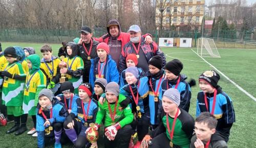 На окружных соревнованиях «Кожаный мяч» спортсмены из Черемушек стали лучшими