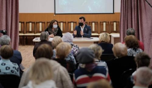 Депутат Роман Романенко: «Молодые родители не должны оставаться без помощи бабушек и дедушек»