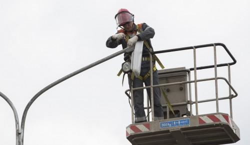 Уличное освещение дороги в 11 микрорайоне Южного Бутова восстановили специалисты «Моссвета»
