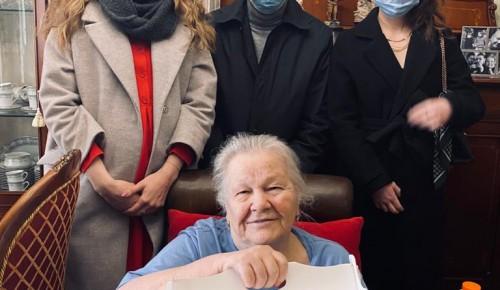 Жительница Обручевского района отпраздновала 90-летний юбилей