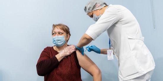 Власти Москвы и бизнес проведут акцию «Миллион призов» для прошедших вакцинацию пожилых