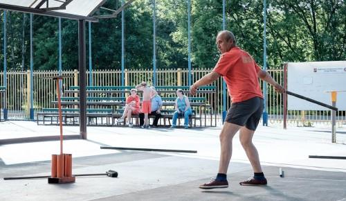 Учителя школы № 554 приняли участие в соревнованиях по городошному спорту