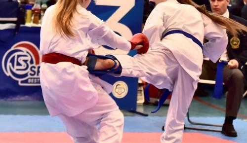 На Первенстве России по каратэ среди юношей и девушек спортсмены из Ясенева завоевали «серебро»