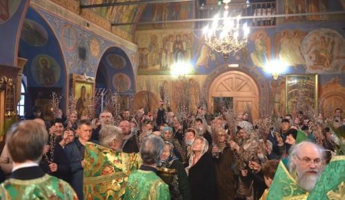 В храме Живоначальной Троицы отметили вербное воскресение и помолились об избавлении от коронавируса