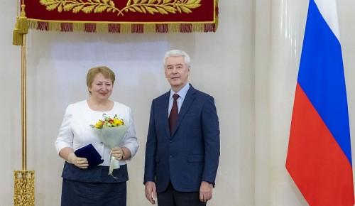Педагогу из школы № 1273 вручили почетный знак «Заслуженный учитель города Москвы»