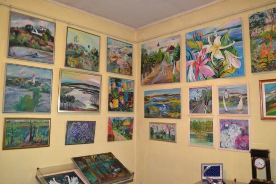 В «Меридиане» работает выставка живописи Людмилы Хлебниковой