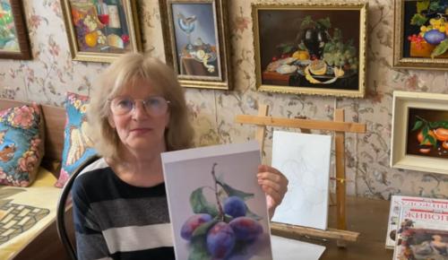 """Участница проекта """"Активное долголетие"""" проводит мастер-классы по живописи"""