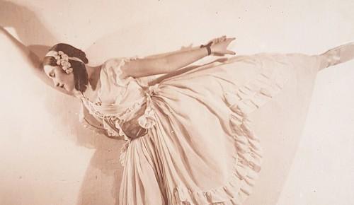 Главархив показал редкие фотографии известных балерин