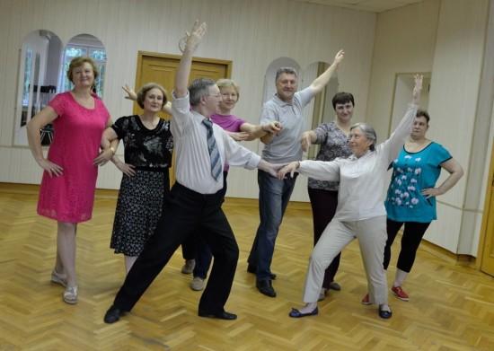 Пенсионеров Ломоносовского района приглашают на видеоуроки по румбе