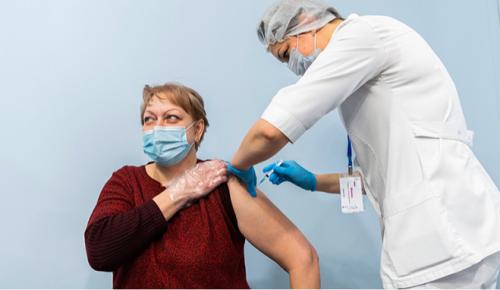 Журналист о программе поощрения вакцинации для старшего поколения: «Такая забота приятна каждому»