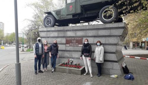 Молодежь Котловки  привела в порядок памятник ВОВ в районе