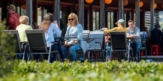 На майские праздники магазины и рестораны в Москве будут работать в обычном режиме