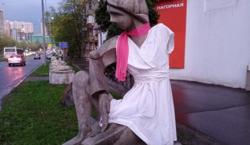 Жители Котловки снова одели скульптуру  Галю Нагорную