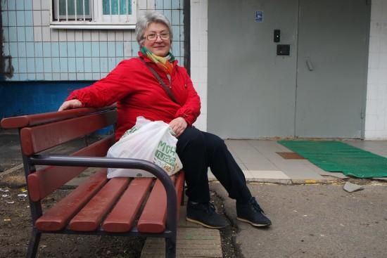 Скамейку у подъезда отремонтировали по просьбе жительницы Ясенева