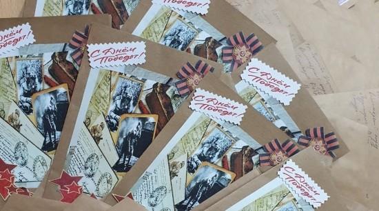 Кадеты школы № 1065 приняли участие в акции фонда «Старость в радость» по изготовлению открыток к 9 Мая