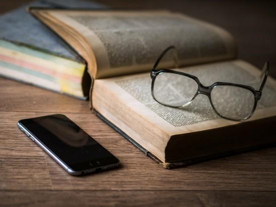 Жители Зюзина могут забронировать библиотечную книгу через новый сервис