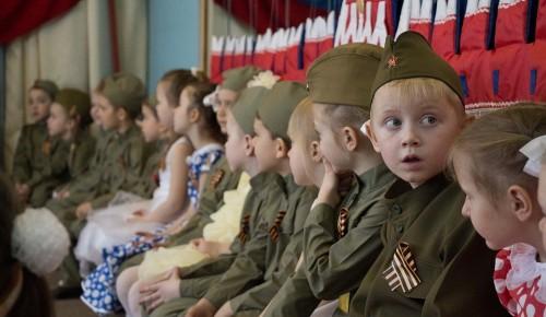 Дошкольники из Зюзина поздравили горожан с Днем Победы