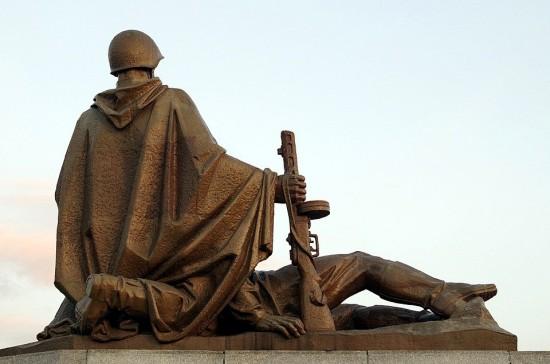 Библиотека №196 опубликовала литературные чтения к Дню Победы