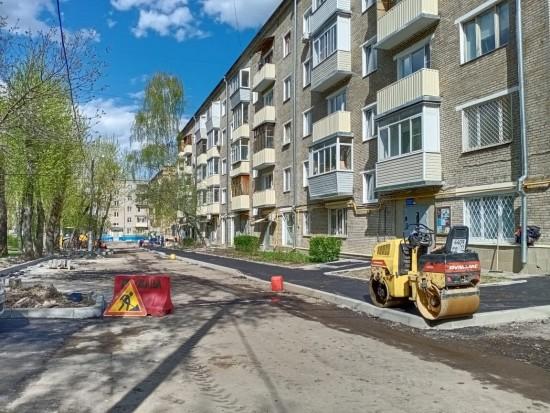 В Котловке меняют бордюры и асфальт по нескольким адресам