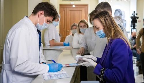 Эксперт рассказал, как программа поощрения вакцинации для старшего поколения поможет столичному бизнесу