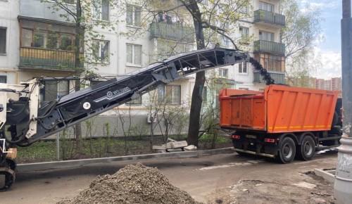 В Черемушках ведется благоустройство дворов на улице Гарибальди