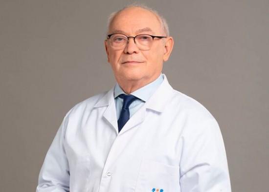 Доктор Александр Румянцев поздравил медсестер с профессиональным праздником
