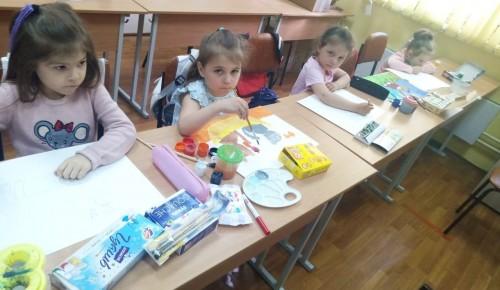 В досуговом центре «Обручевский» состоялось новое занятие в творческой студии «ИзЮшка»