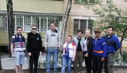 Молодогвардейцы Гагаринского района облагородили придомовую территорию