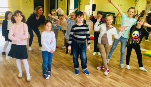 В театральной студии при досуговом центре «Обручевский» развивают внимание и реакцию