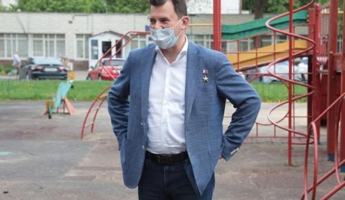 Романенко: «Жители Ясенева возьмут на контроль строительство футбольного поля»