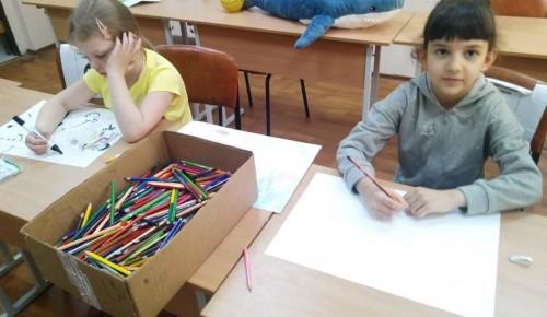 Юные художники из досугового центра «Обручевский» нарисовали иллюстрацию к стихотворению