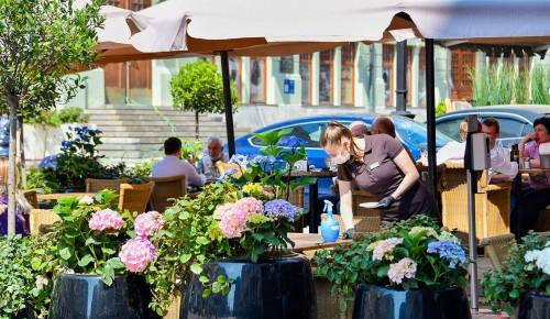 Зоны для привитых от COVID-19 не планируется создавать в ресторанах Москвы