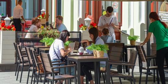 Для привитых отCOVID-19 посетителей не планируют создавать отдельные зоны в ресторанах