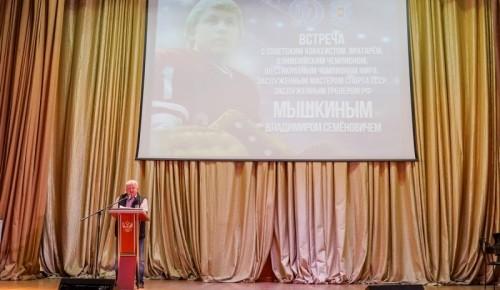 Знаменитых хоккеист рассказал курсантам университета МВД о своем спортивном пути
