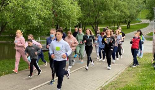 В школе № 1945 состоялся первый забег любителей бега