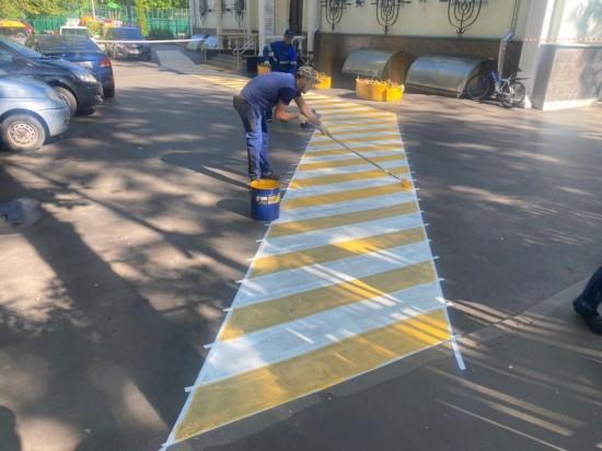 Разметку для пешеходов нанесли коммунальщики в Черемушках