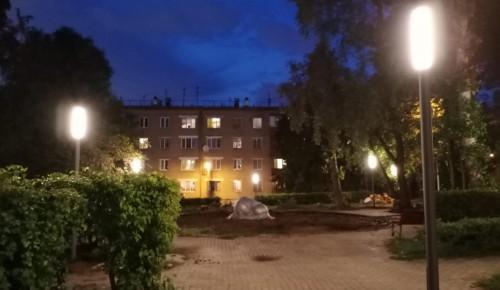 В сквере на Севастопольском проспекте  зажглись новые  фонари