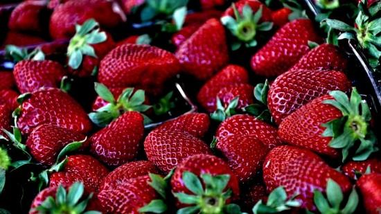 Укрепляем здоровье с помощью клубники.  О пользе ягоды рассказала врач из Ясенева