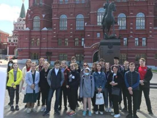 Ученики школы №2086 прошли профессиональную подготовку гидов-переводчиков