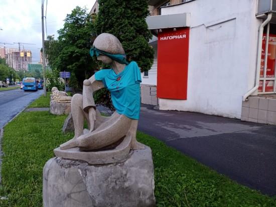 Жители Академического района могут оценить новый лук скульптуры Галатеи Нагорной